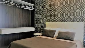Minibar, coffre-forts dans les chambres, bureau