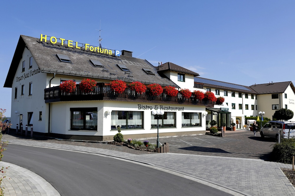 Front of Property, Airport-Hotel Fortuna