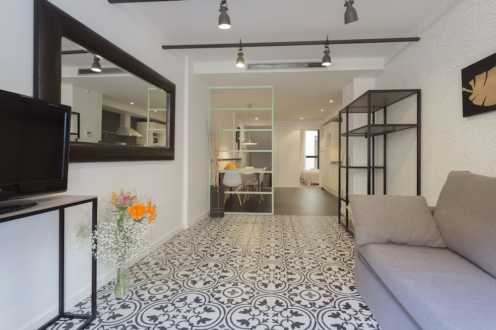 Short Stay Group Liceu Serviced Apartments (Barcellona ...
