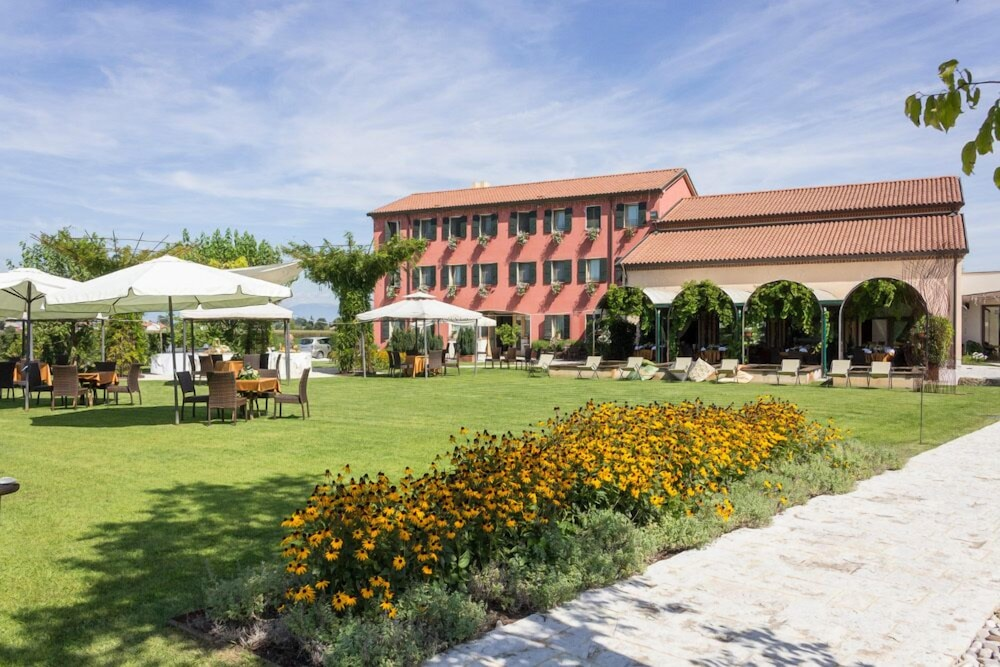 Borgo ronchetto relais gourmet in salgareda hotel rates for Gourmet hotels