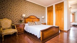 Decoración individual, escritorio, wifi gratis y ropa de cama