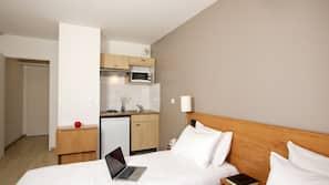 書桌、免費嬰兒床、免費 Wi-Fi