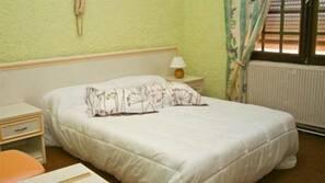 1 chambre, lits bébé (gratuits), Wi-Fi gratuit, draps fournis