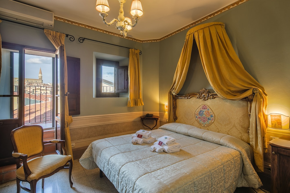 Boutique Del Salotto.I Portici Boutique Hotel Arezzo Ita Great Rates At