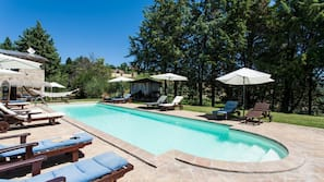 Piscina all'aperto, una piscina in terrazza
