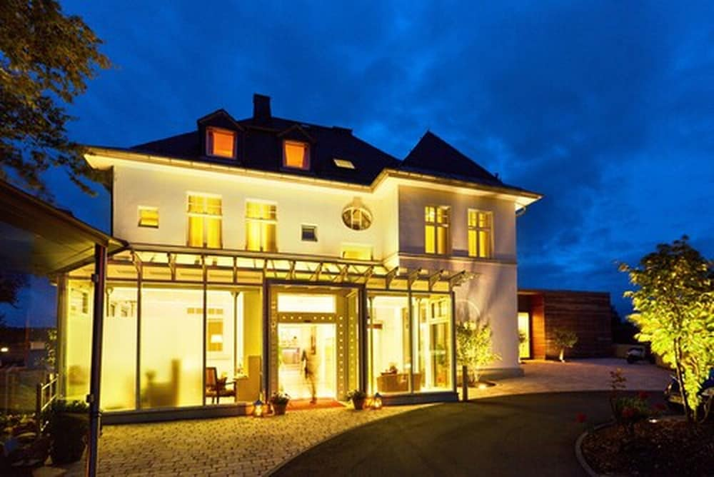 Front of Property - Evening/Night, Hotel Villa Hügel
