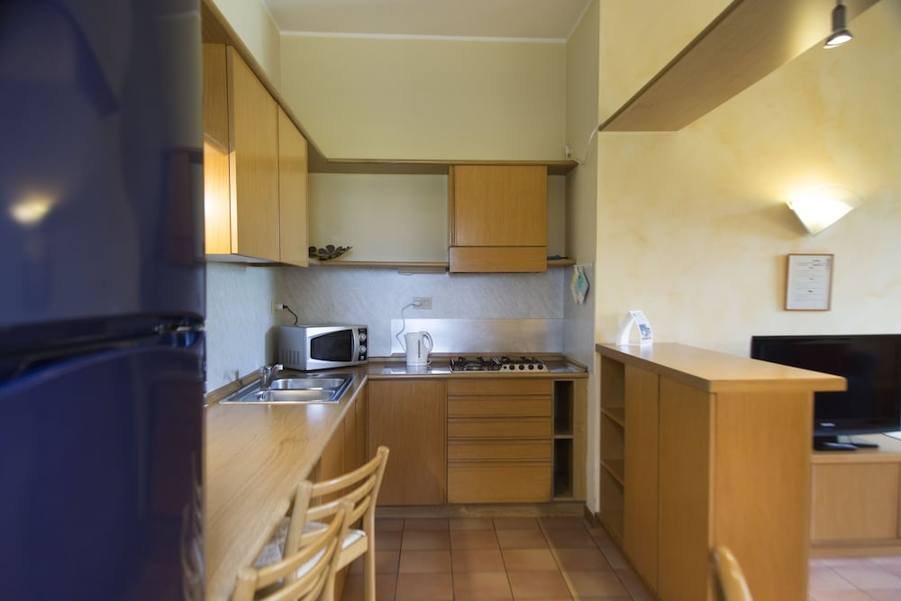 Private Kitchenette, Villa Maria Apartments