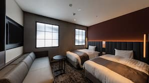 羽絨被、房內夾萬、家具佈置各有特色、窗簾