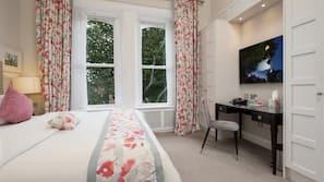 Select Comfort beds, in-room safe, desk, soundproofing