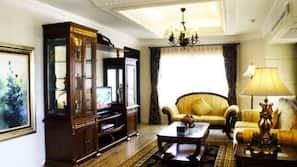 32 吋平面電視連衛星電視頻道、壁爐、DVD 播放機