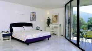 Een minibar, een kluis op de kamer, extra bedden, gratis wifi