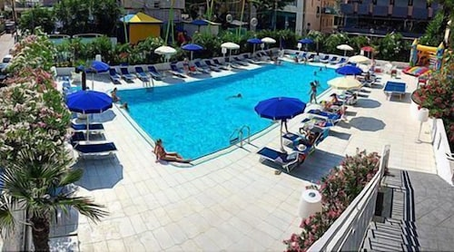 Hotel caravelle cattolica ita for Caravelle piscine