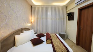 Select Comfort beds, in-room safe, free WiFi