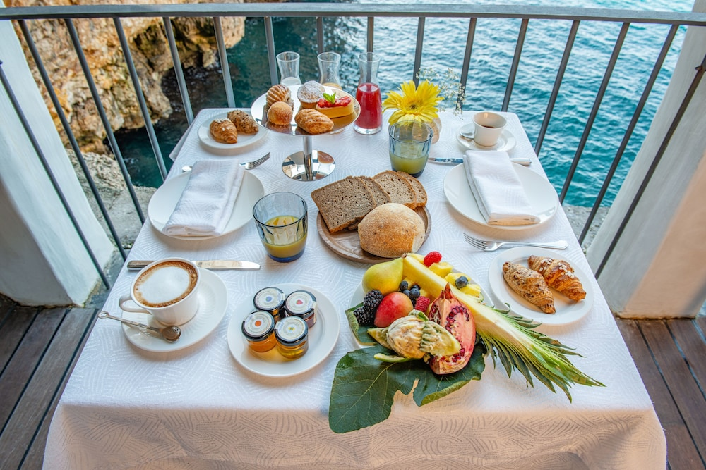 Breakfast Meal, Grotta Palazzese