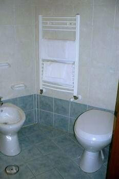 Bathroom, Maikol