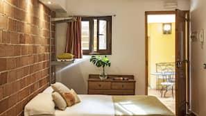 Een kluis op de kamer, een strijkplank/strijkijzer, extra bedden