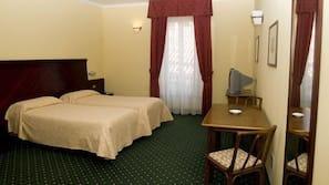 Een kluis op de kamer, een bureau, babybedden, gratis wifi