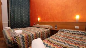 Una scrivania, ferro/asse da stiro, letti aggiuntivi (a pagamento)