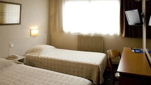 Bureau, chambres insonorisées, fer et planche à repasser