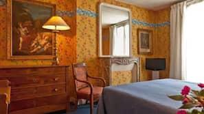 Schreibtisch, schallisolierte Zimmer, Bügeleisen/Bügelbrett, Babybetten