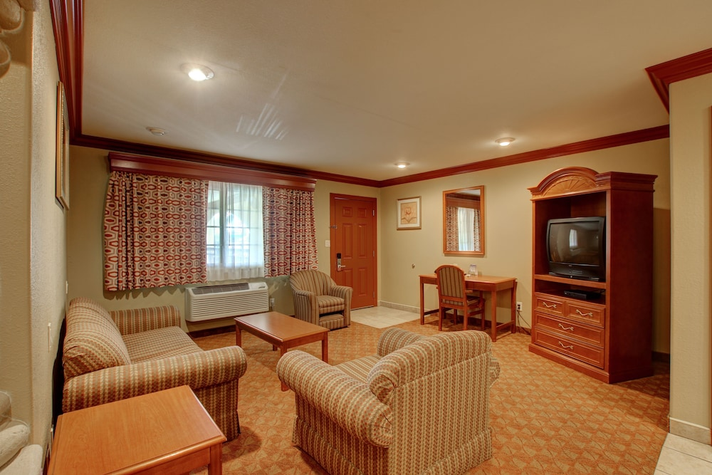 Living Area, Thunderbird Lodge in Riverside