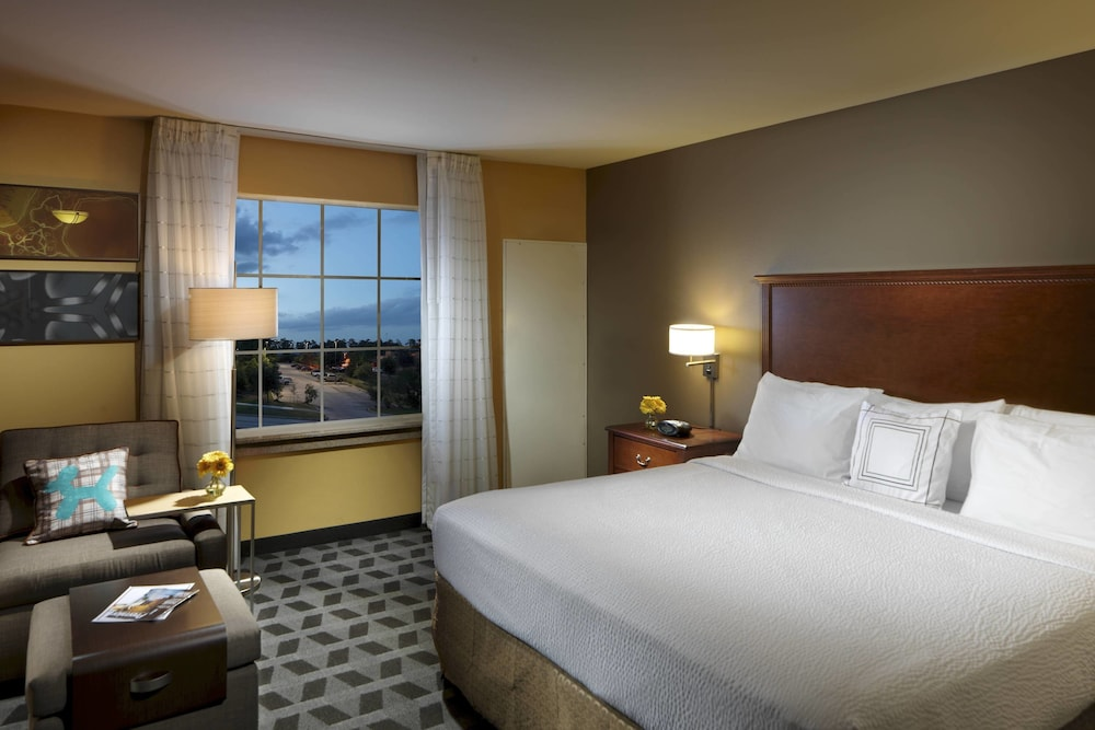 Room, TownePlace Suites by Marriott Houston Intercontinental Arpt