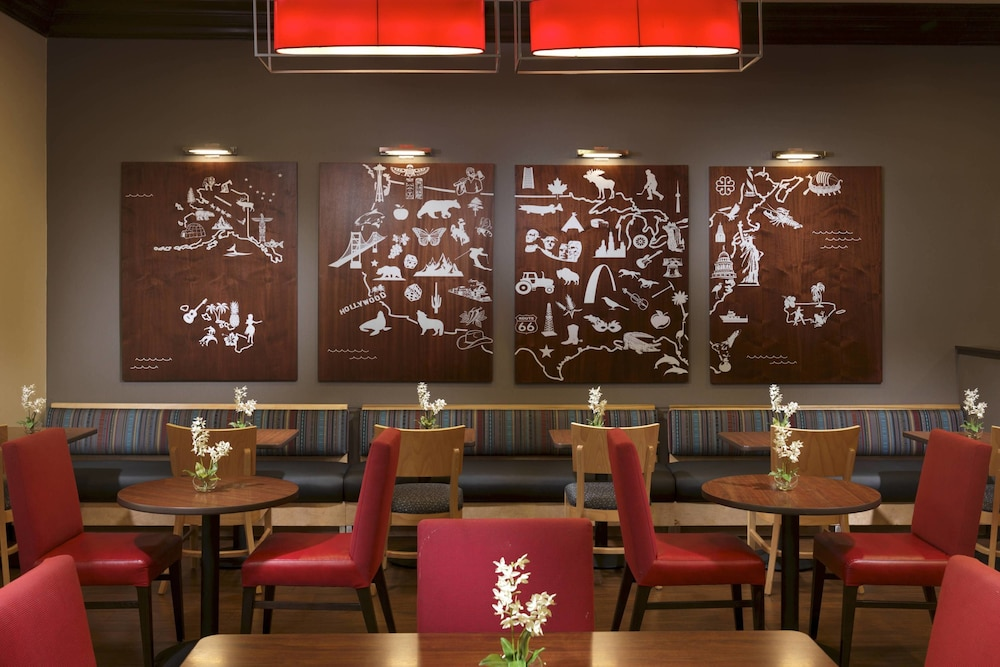 Restaurant, TownePlace Suites by Marriott Houston Intercontinental Arpt