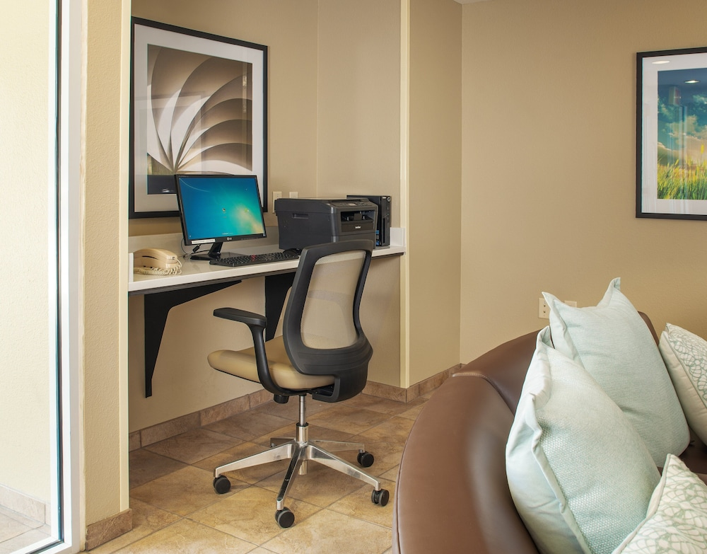 Business Center, Candlewood Suites Bellevue, an IHG Hotel