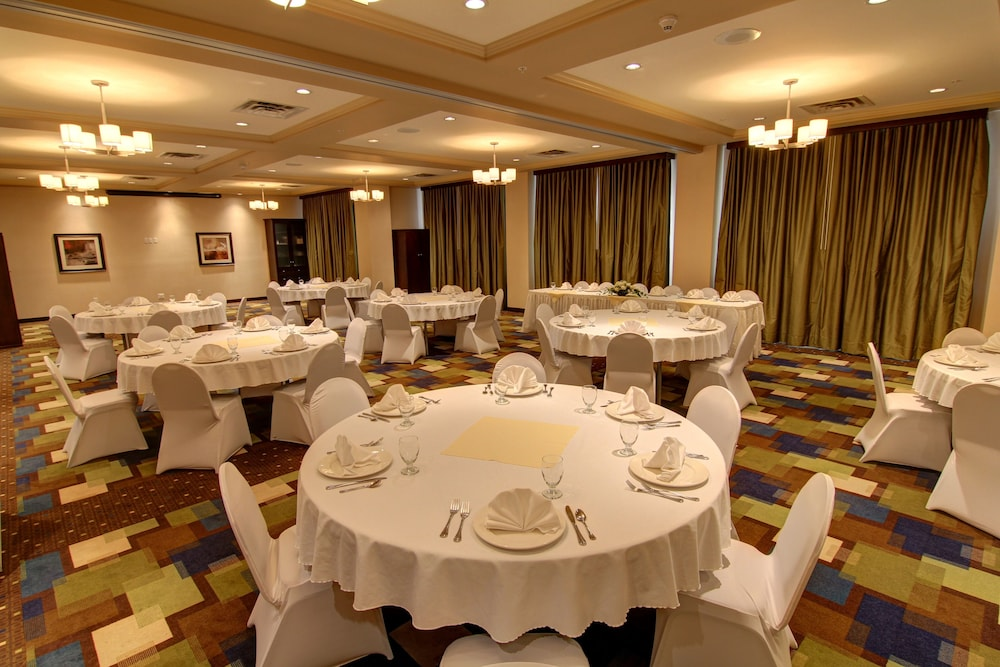 Banquet Hall, Holiday Inn Hotel & Suites Kamloops
