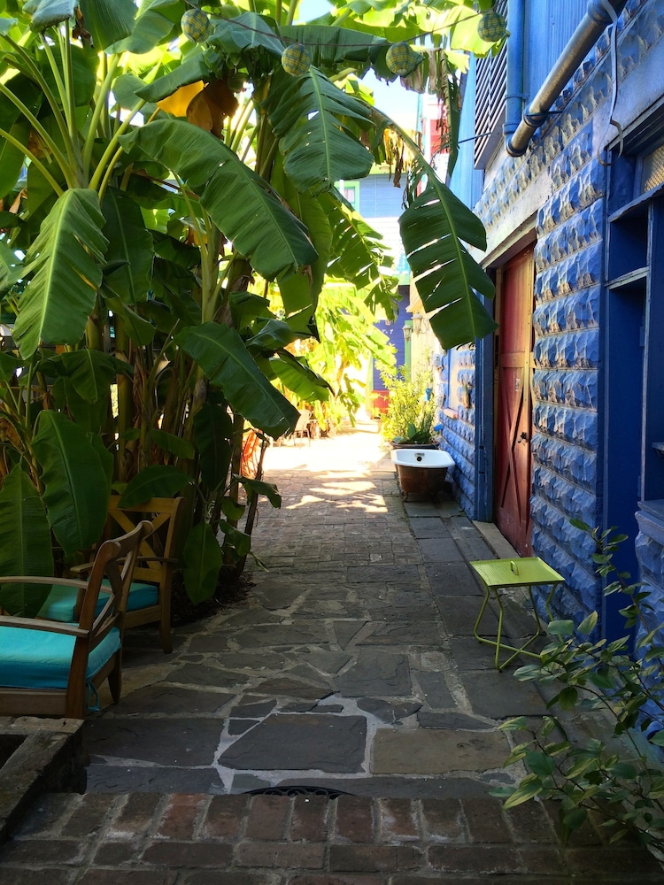 Courtyard, Creole Gardens Guesthouse and Inn