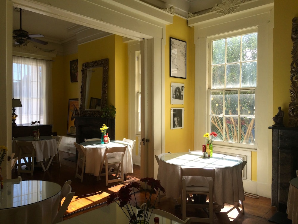 In-Room Dining, Creole Gardens Guesthouse and Inn