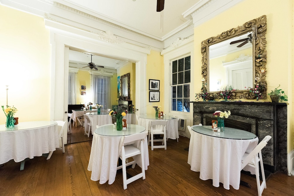 Breakfast Area, Creole Gardens Guesthouse and Inn
