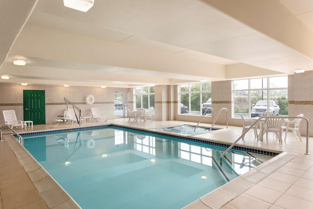 Indoor Pool, Country Inn & Suites by Radisson, Harrisburg at Union Deposit Road, PA