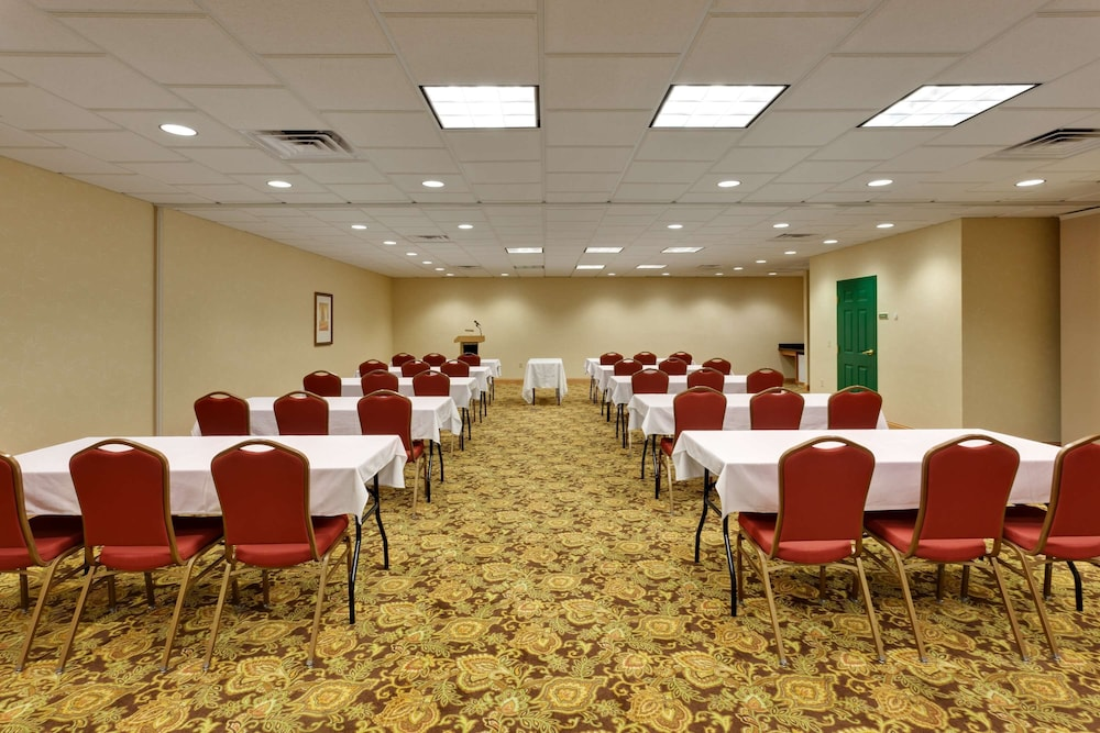 Meeting Facility, Country Inn & Suites by Radisson, Harrisburg at Union Deposit Road, PA