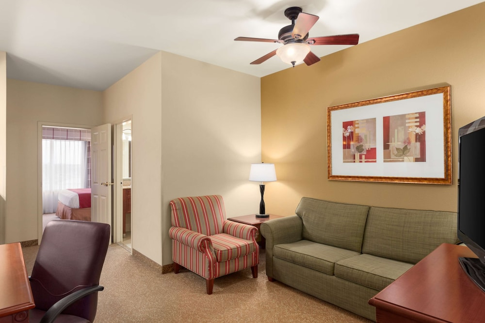 Room, Country Inn & Suites by Radisson, Harrisburg at Union Deposit Road, PA