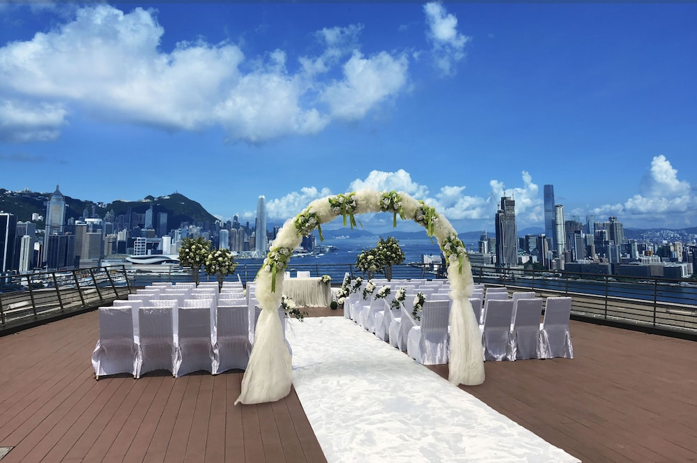 Outdoor Wedding Area, Harbour Grand Hong Kong