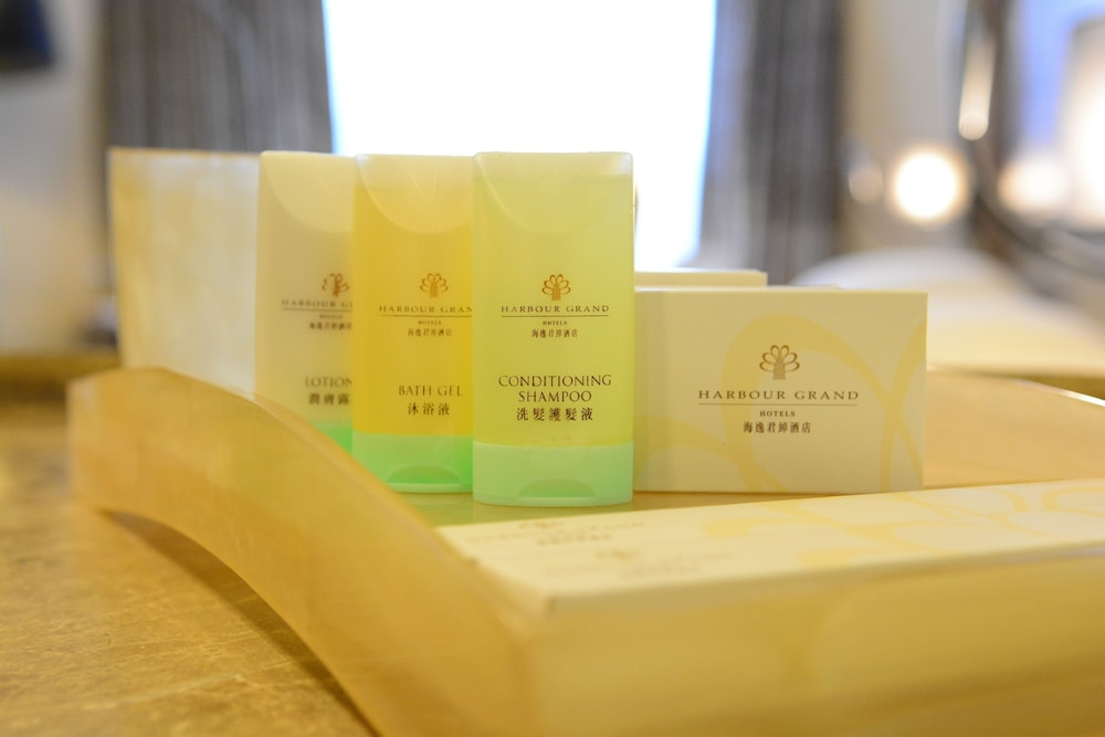 Bathroom Amenities, Harbour Grand Hong Kong