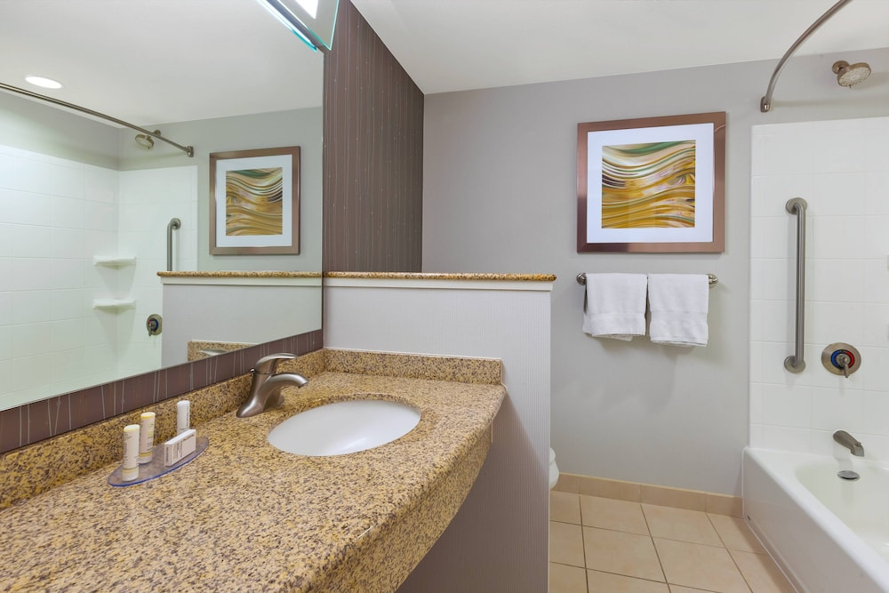 Bathroom, Courtyard by Marriott Omaha La Vista