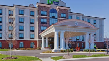 Holiday Inn Express Hotel and Suites Nashville-Opryland, an IHG Hotel