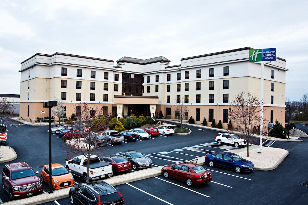 Holiday Inn Express Hotel & Suites Harrisburg West in