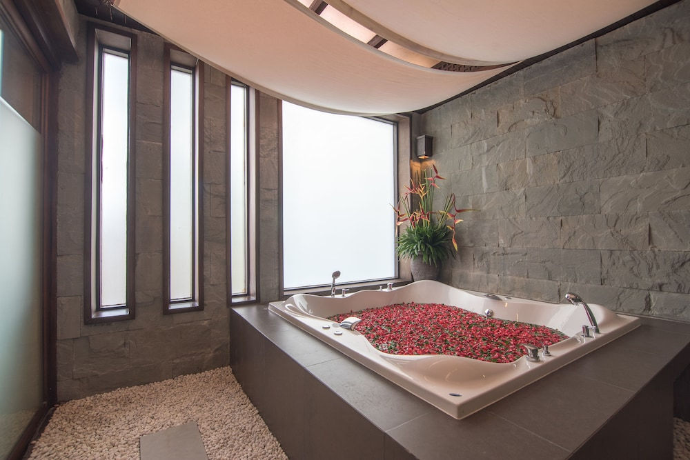 Jetted Tub, Villa Zolitude Resort & Spa