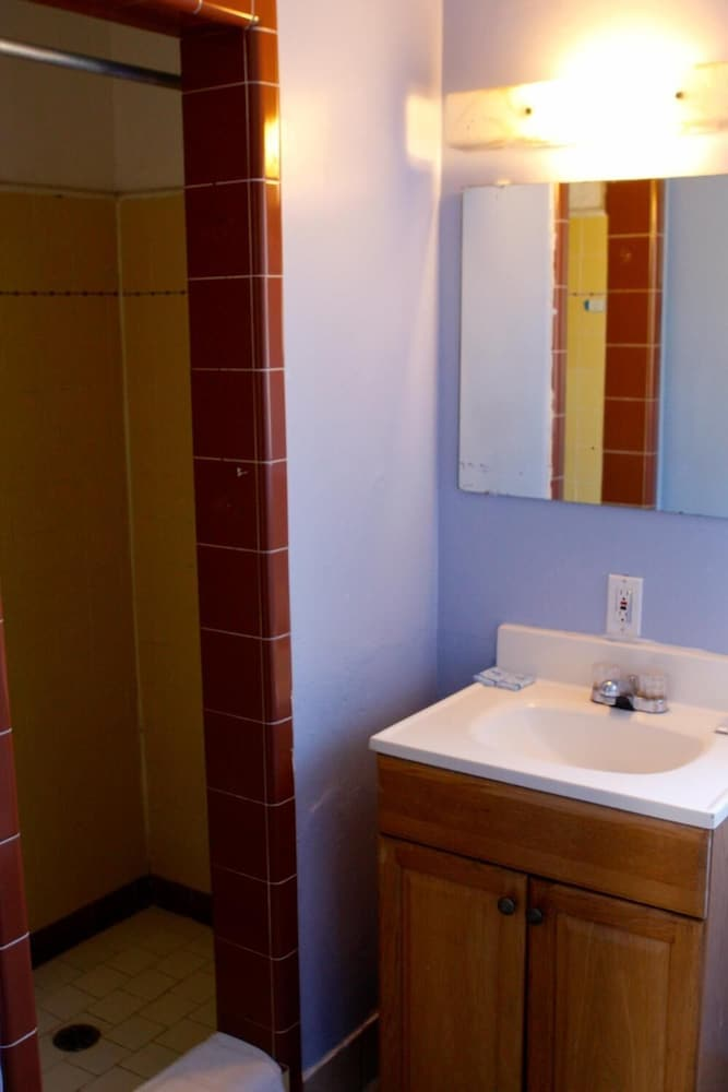 Bathroom, Homestead Motel