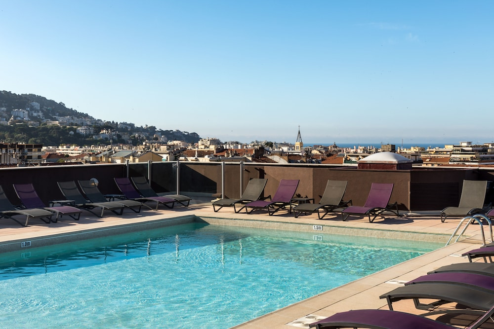 Nh nice reviews photos rates for Hotel piscine nice