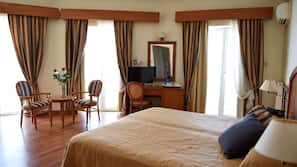 In-room safe, soundproofing, WiFi, alarm clocks