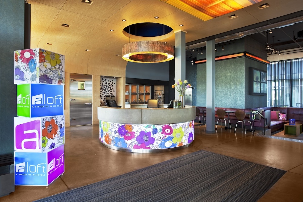 Lobby, Aloft Green Bay