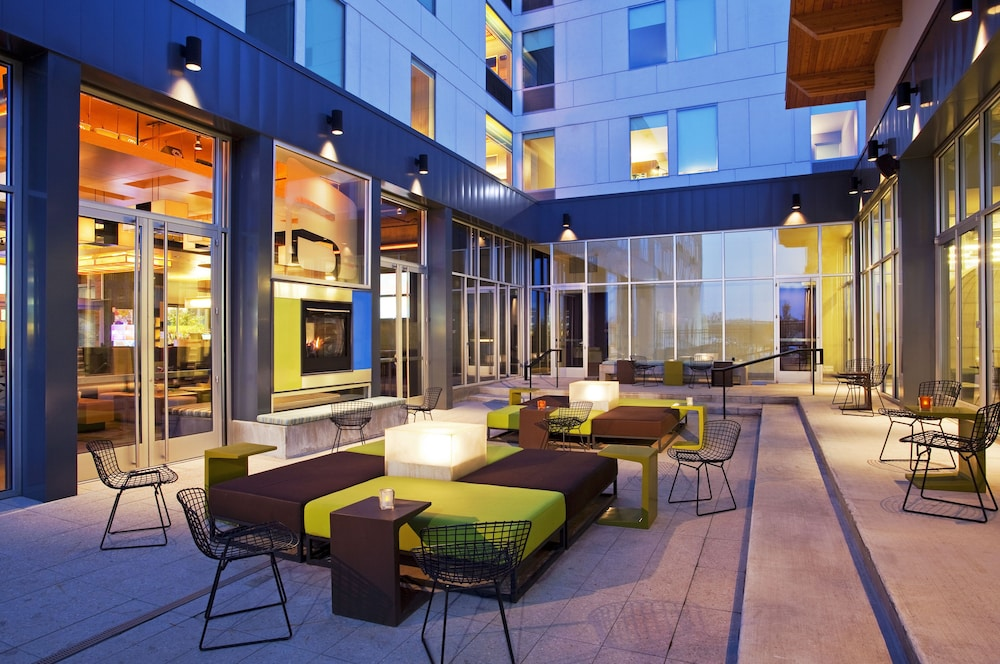 Terrace/Patio, Aloft Green Bay