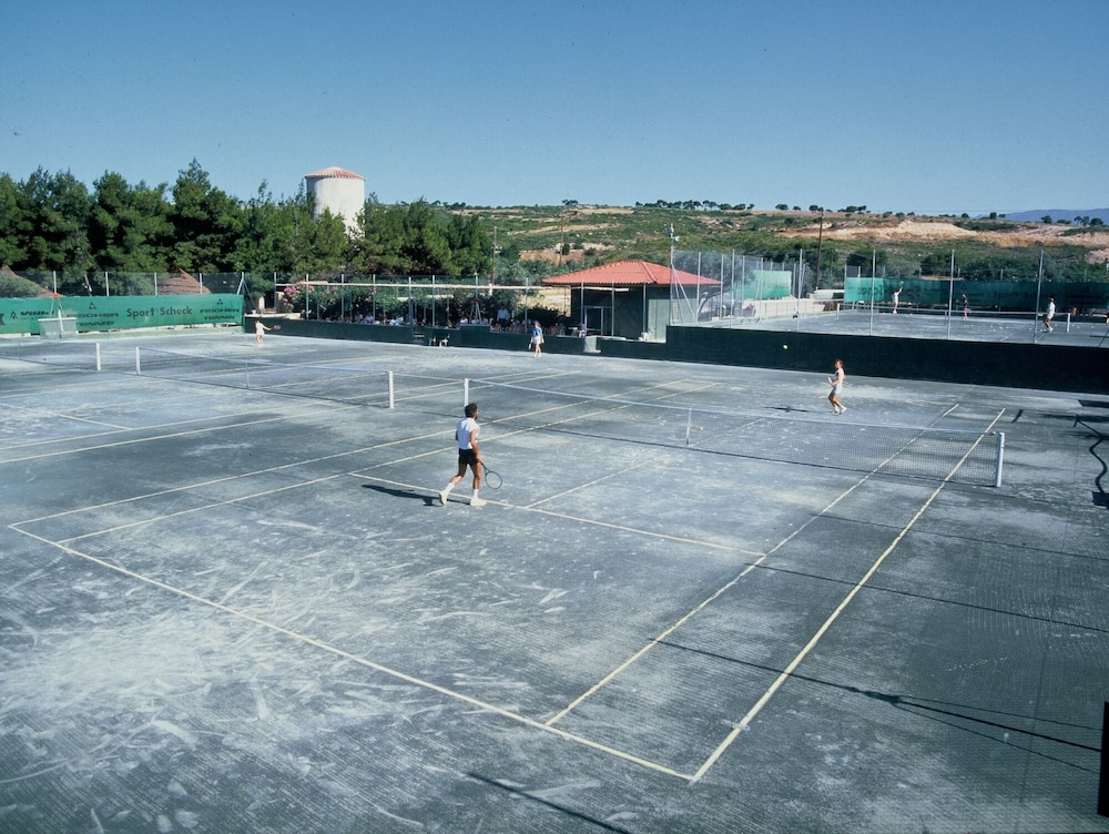 Tennis Court, Kalamaki Beach Resort