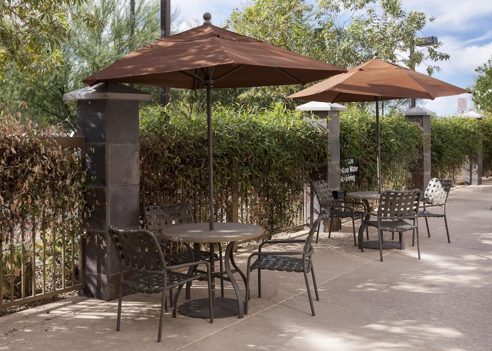 Terrace/Patio, Hampton Inn & Suites Phoenix North/Happy Valley