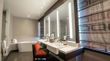 Panoramic Suite - Guestroom