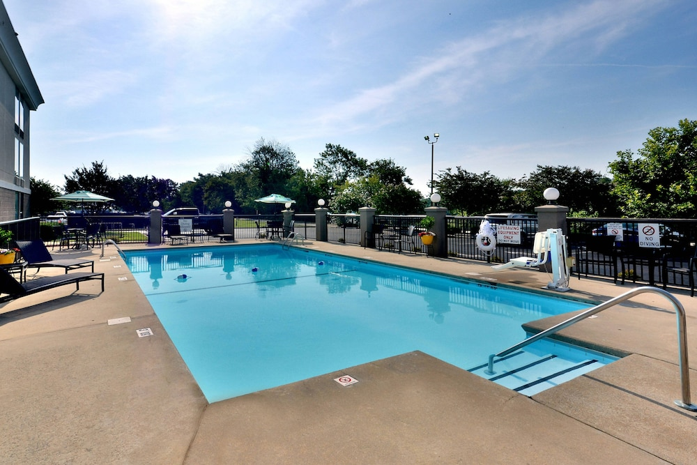 Pool, SpringHill Suites by Marriott Lynchburg Airport/University Area